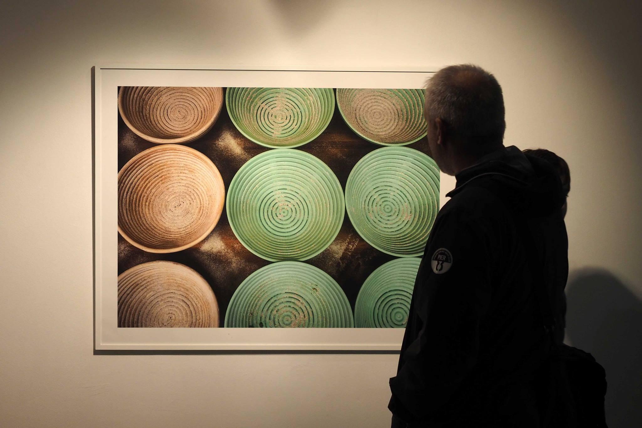 02.10.15 Inauguración de la exposición Harina Blanca, fotografías de Tino Soriano al espacio Eat Arte de Banyoles. Foto: Pere Duran