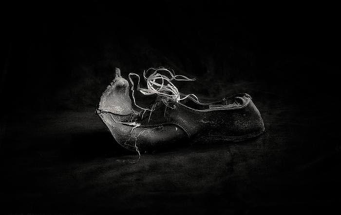 FineArt Igualada. Els oblidats. Sabates. Impresión fine art Giclée © Joan Sorolla