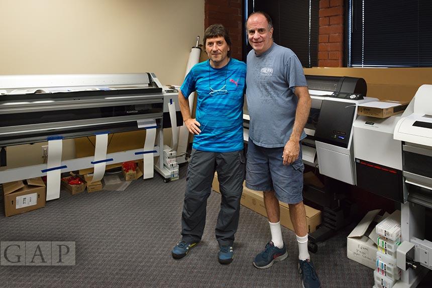 Jesús Coll, printmaker de GraficArtPrints junto a John Bilotta, master printmaker de Nash Editions.